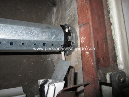 motor instal·lat en suport lateral de paret