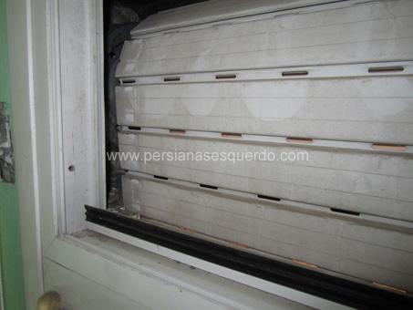 persiana enrollable de pl�stico en color blanco