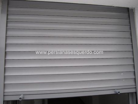 persiana enrollable aluminio gris