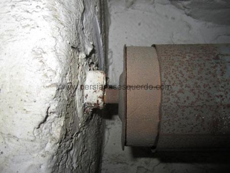 contera de madera con espiga en el centro