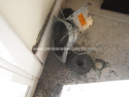 mecanisme de persiana enrotllable trencat