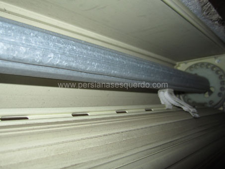 eix metàl·lic de persiana enrotllable calaix exterior